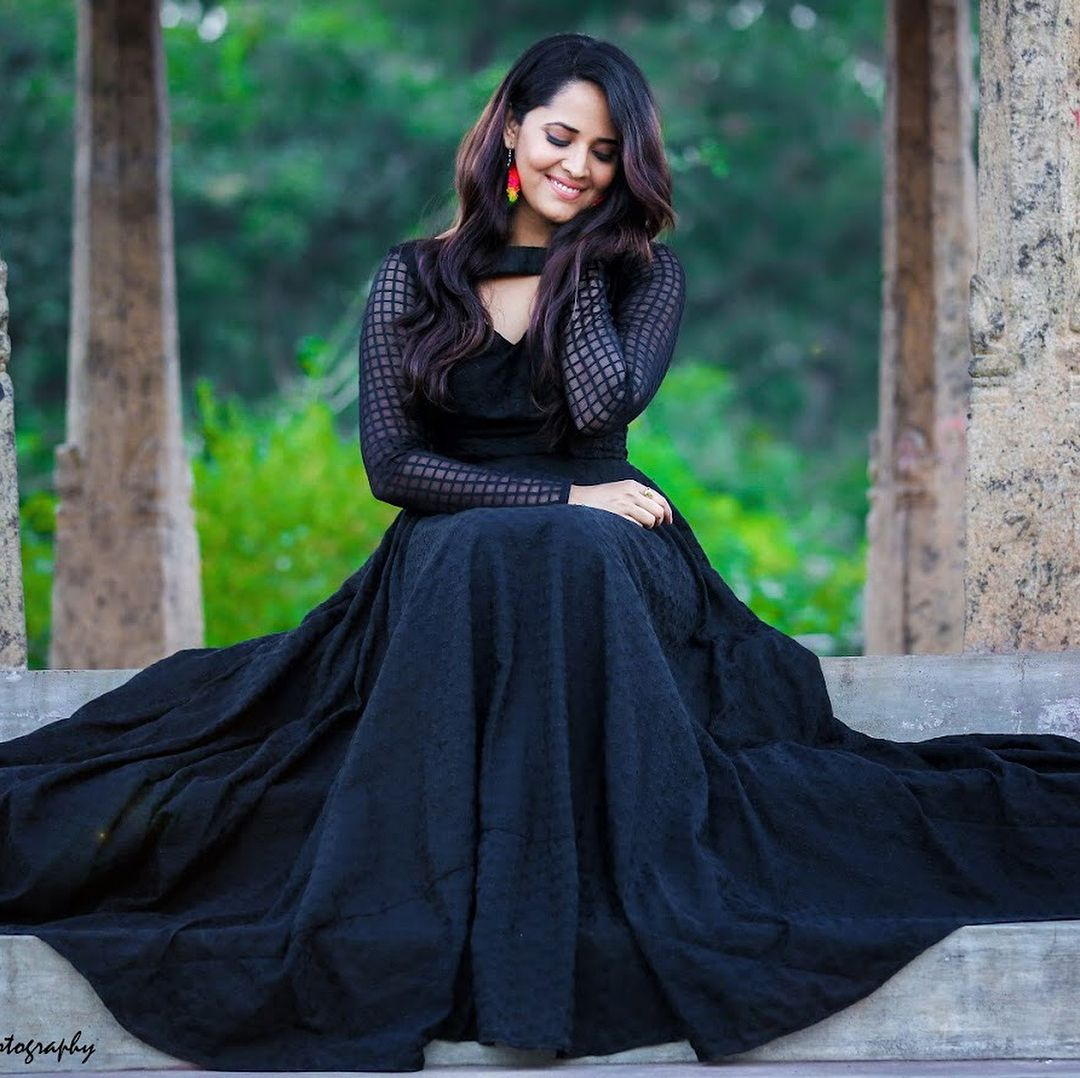Anasuya Bharadwaj Remuneration Salary Biodata Height Age Family Dress Neck Designs Fashion Dresses Party Wear Dresses