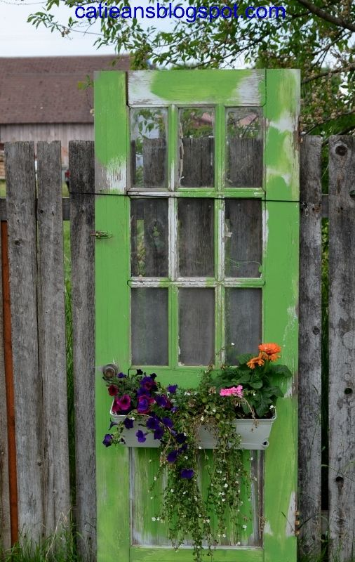 Reusing Old Doors Jardinería, Jardín y Jardines