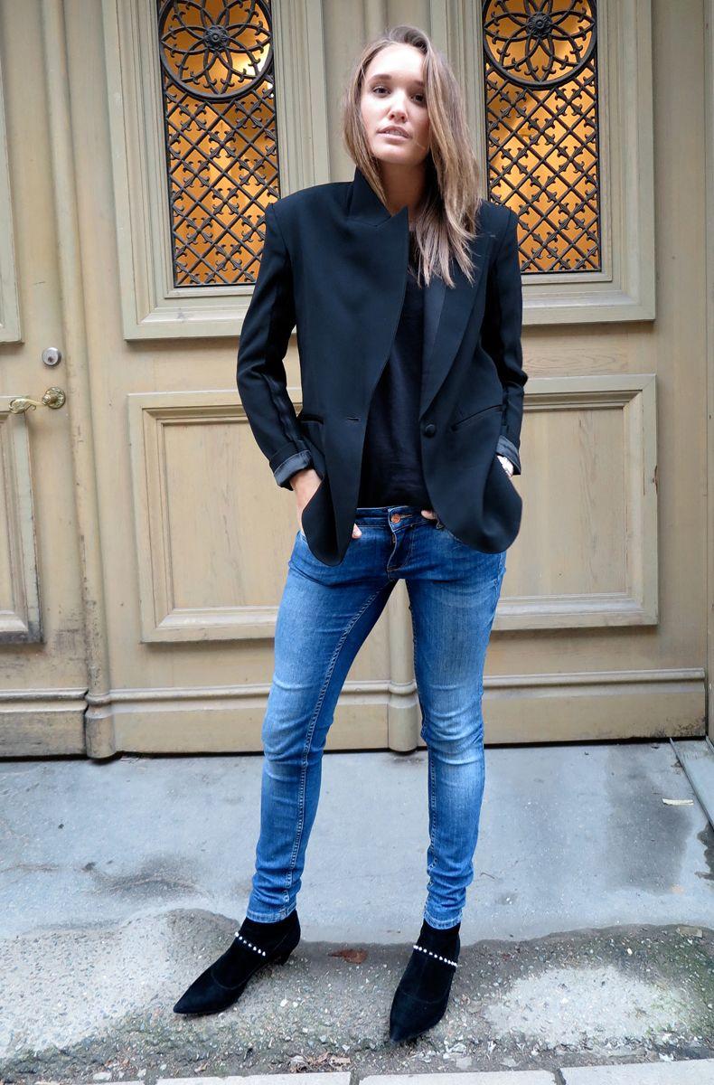 Blazer + skinny jeans + studded boots