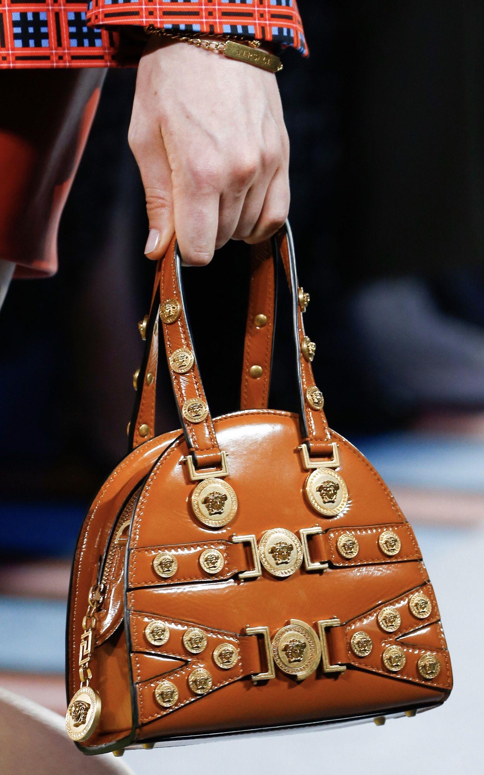 ea76a6341da VERSACE Spring 2019 Ready-To-Wear Handbag Collection   VERSACE MODA ...