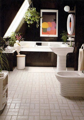 Photo of Did you make a soaking tub? Make sure to hang up some art nearby so you can …
