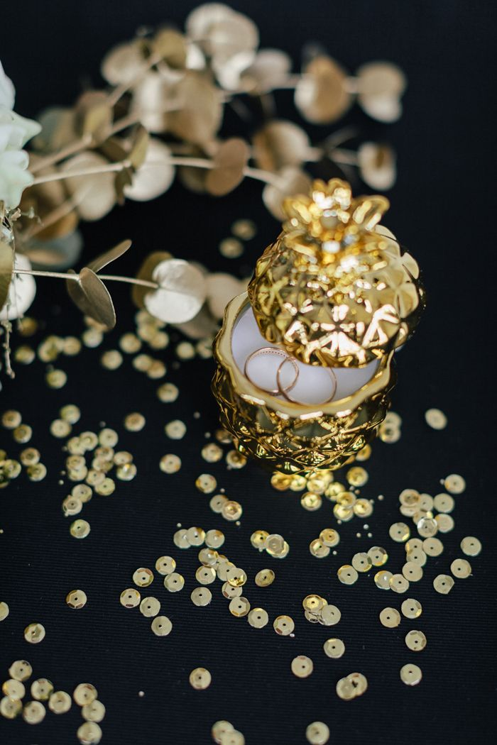 wedding rings in gold pineapple ring box | fabmood.com