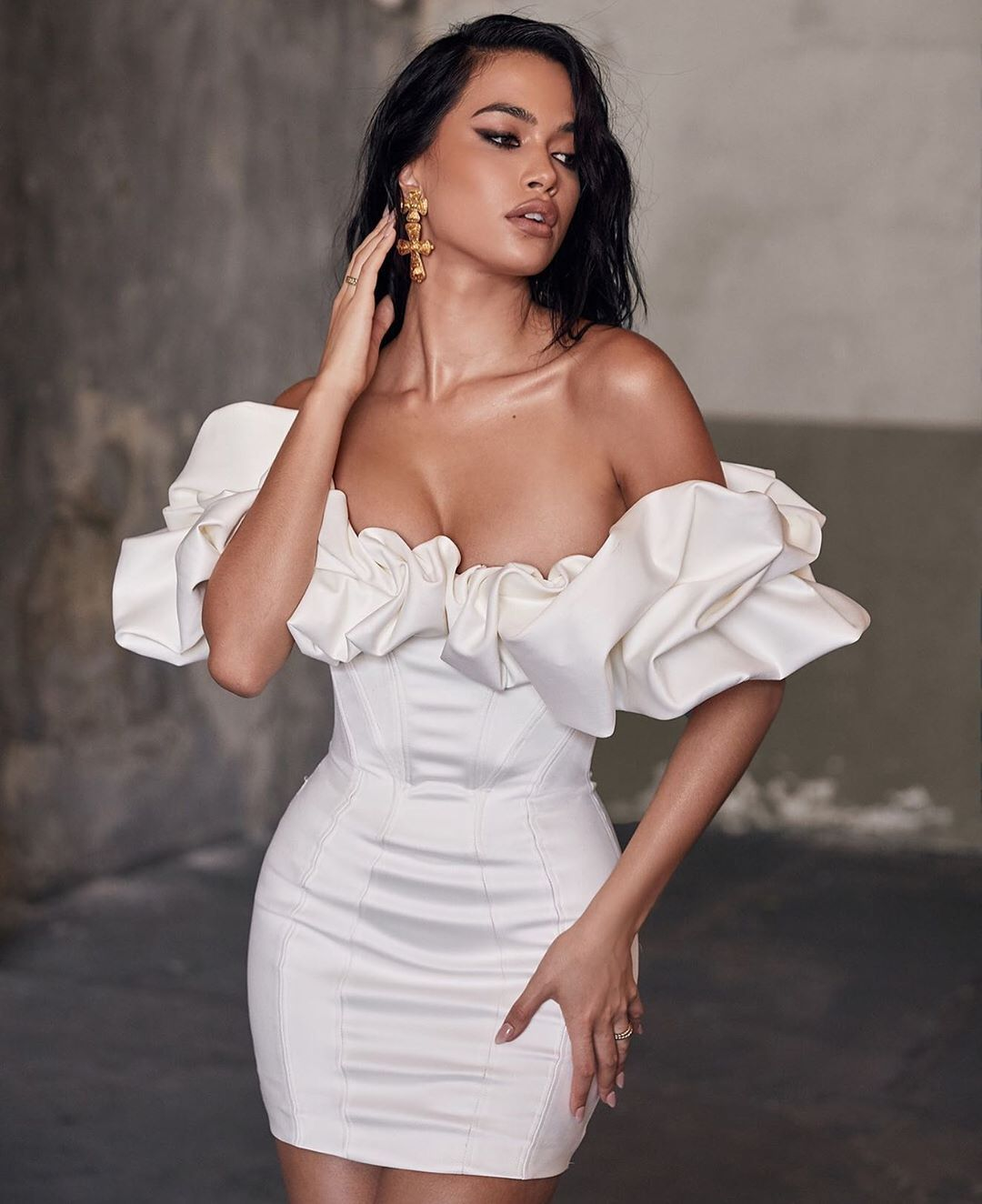 House Of Cb On Instagram The Selena Dress Just Dropped In Ivory Shop Houseofcb Com