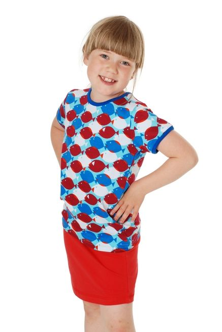T-shirt poissons bleus - jupe basic rouge