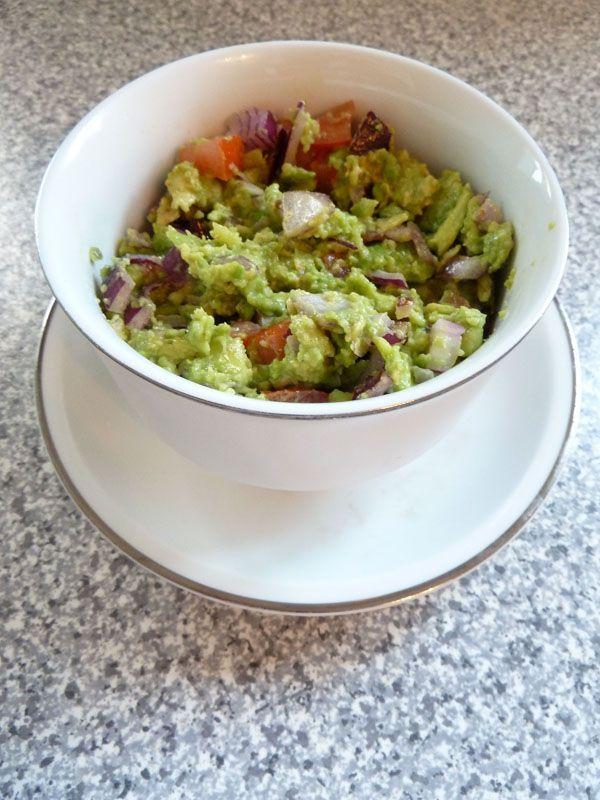 Easy Peasy Guacamole Recipe (Vegan)