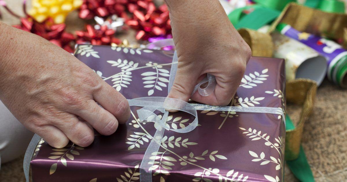 Enviar Regalos A Tu Novio Desde Larga Distancia Para Que El Sepa Que Estás Pensando En él Intercambio De Regalos De Navidad Regalos Para Adultos Regalos De Navidad Hechos En Casa