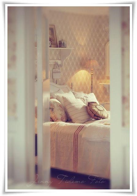 Madame Petite - Rustic Furnishings - Dress - Photo