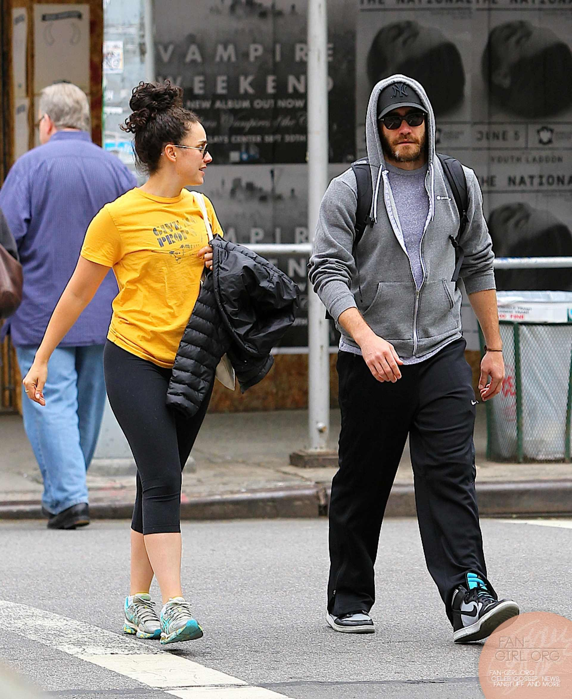 Picture 8574 « Jake Gyllenhaal and a friend heading to the gym in soho | Fan-Girl.Org