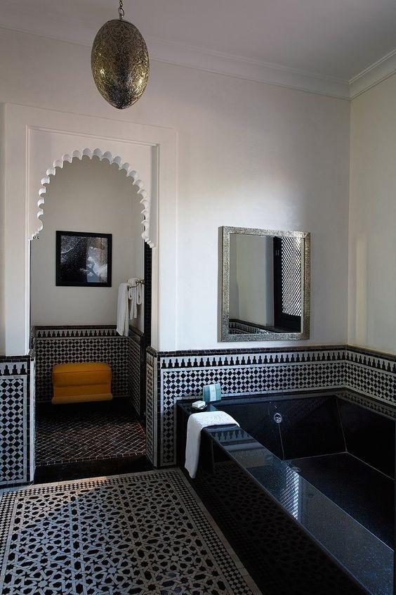 Laissez vous envoûter par une salle de bain marocaine | Pinterest ...