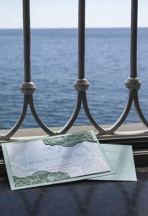 Invito intagliato per matrimonio con le sfumature del mare