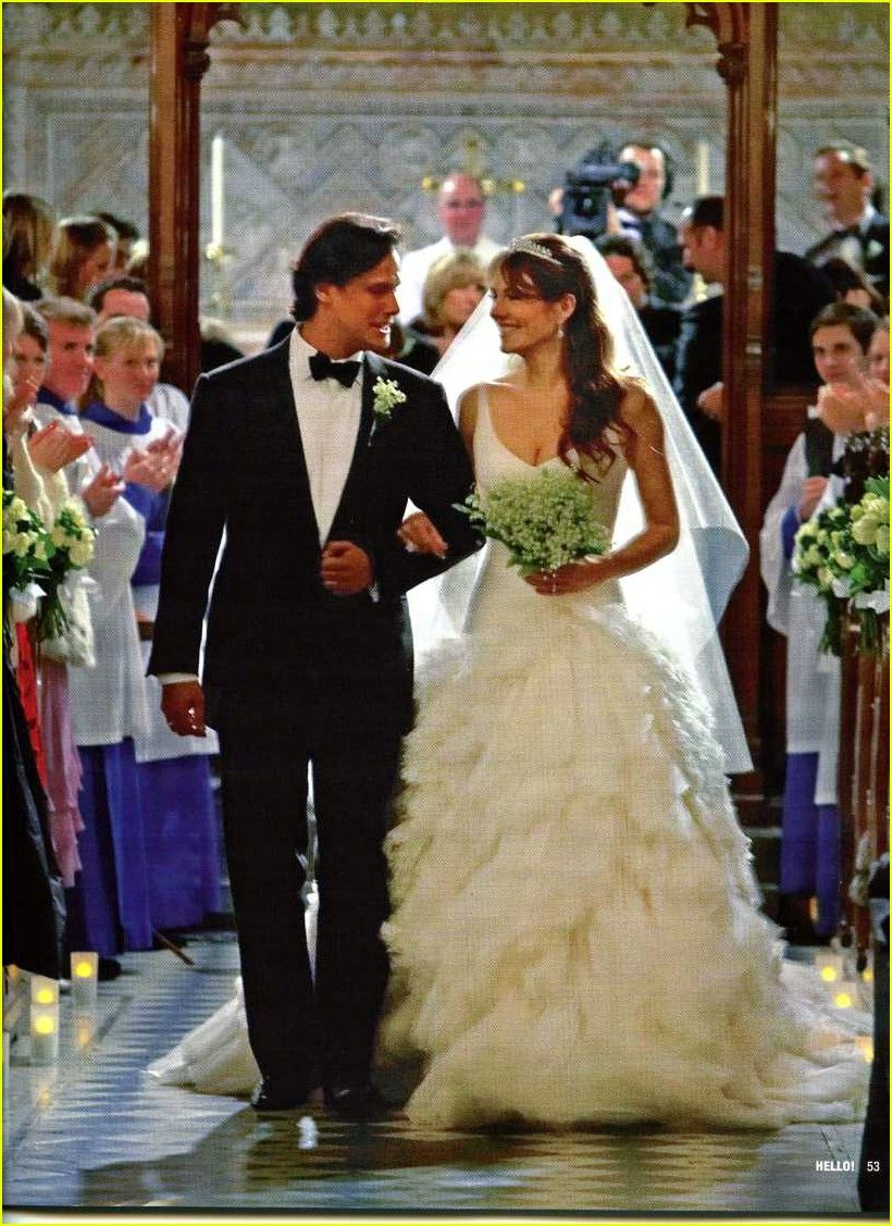 Elizabeth Hurley Wed Arun Nayar In A Versace Ballgown Famous Wedding Dresses Celebrity Wedding Gowns Celebrity Wedding Dresses