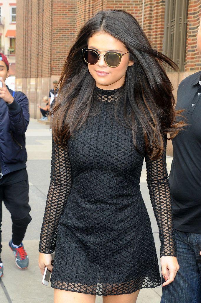 Selena Gomez Wearing All Black in New York City October 2015 | POPSUGAR Latina