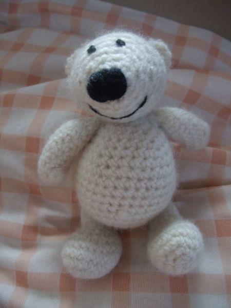 crochet polar bear  Gehäkelter Eisbär  pattern: http://www.ravelry.com/patterns/library/amigurumi-polar-bear---crocheted-and-felted