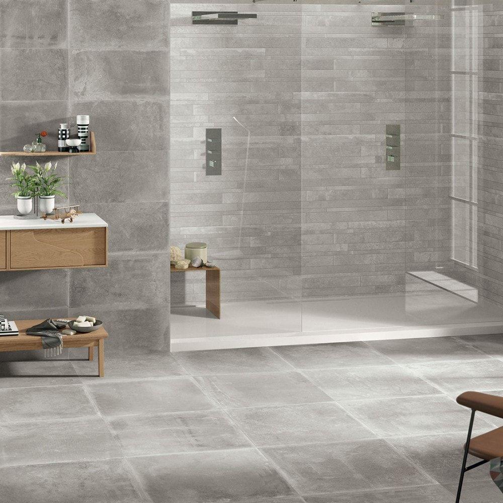 Prachtige moderne badkamer met lichte beton look kleur tegels!   Badkamer inspiratie   Pinterest