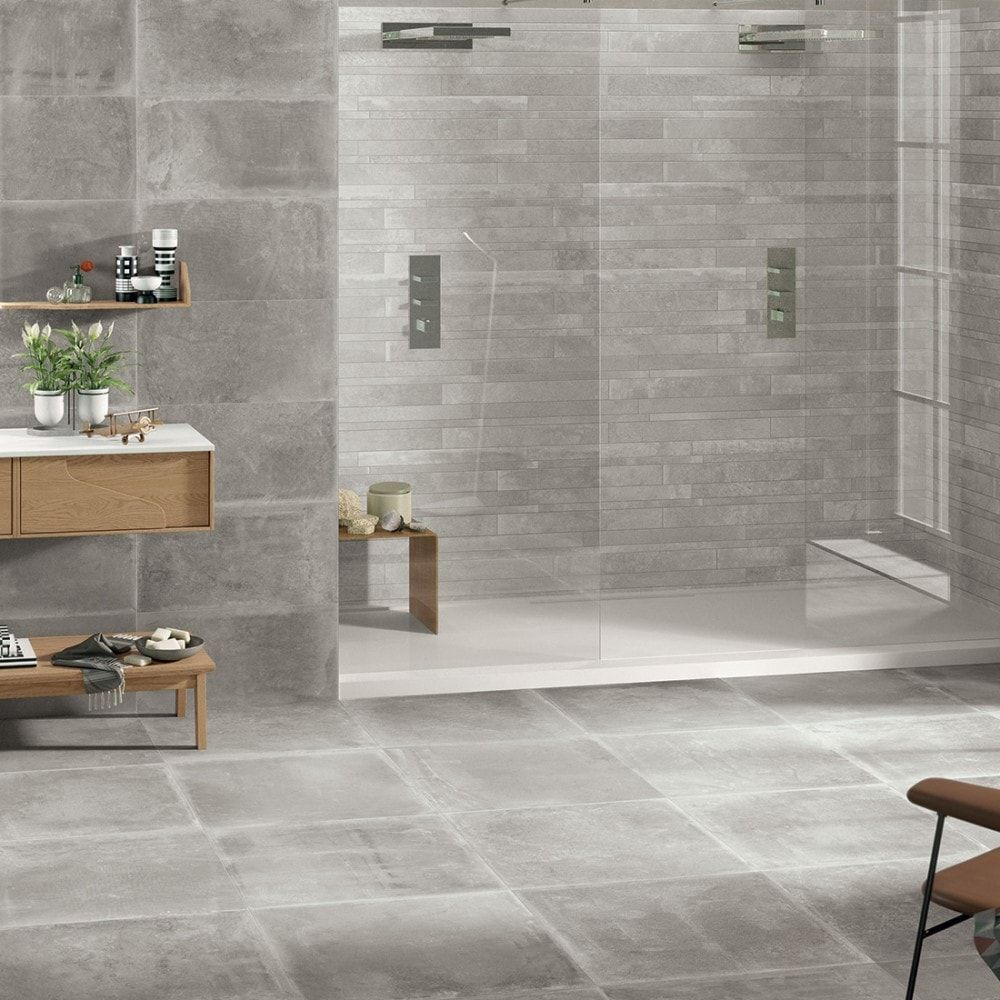Prachtige moderne badkamer met lichte beton look kleur tegels ...