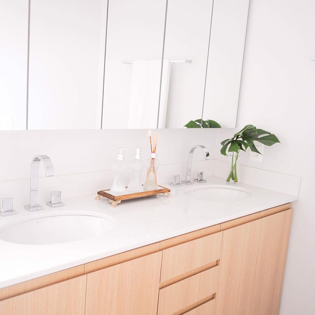 Banheiro Planejado Com Bancada Branca Duas Cubas De Embutir