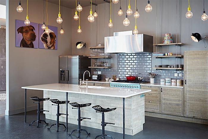 Cocina moderna isla central azulejos metro cuadros perros ...