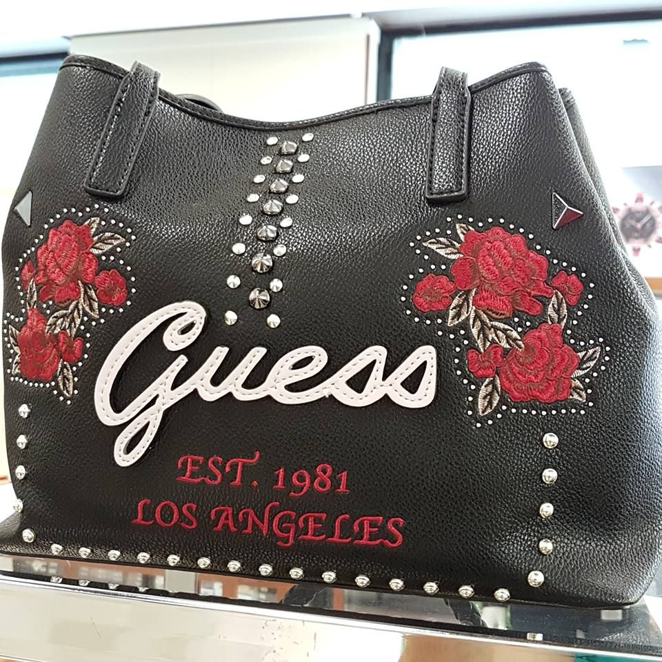 NEW COLLECTION GUESS FALL WINTER 20182019 </p>                     </div> 		  <!--bof Product URL --> 										<!--eof Product URL --> 					<!--bof Quantity Discounts table --> 											<!--eof Quantity Discounts table --> 				</div> 				                       			</dd> 						<dt class=