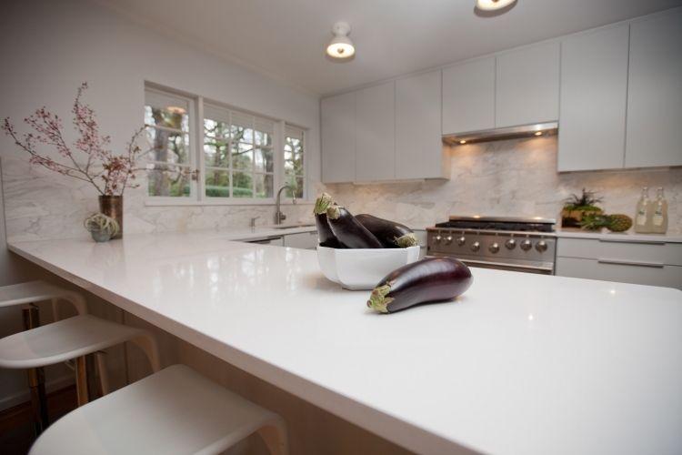 Plan De Travail Cuisine En Quartz Blanc Et Dosseret Aspect Marbre