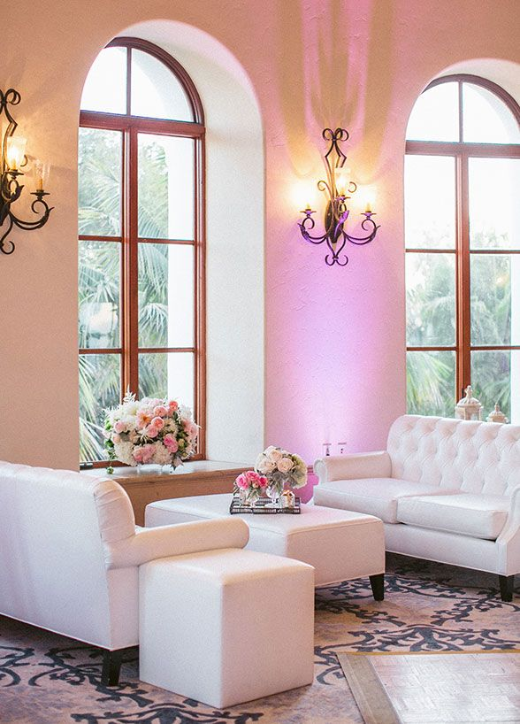 The lighting makes this white wedding lounge even more beautiful ...