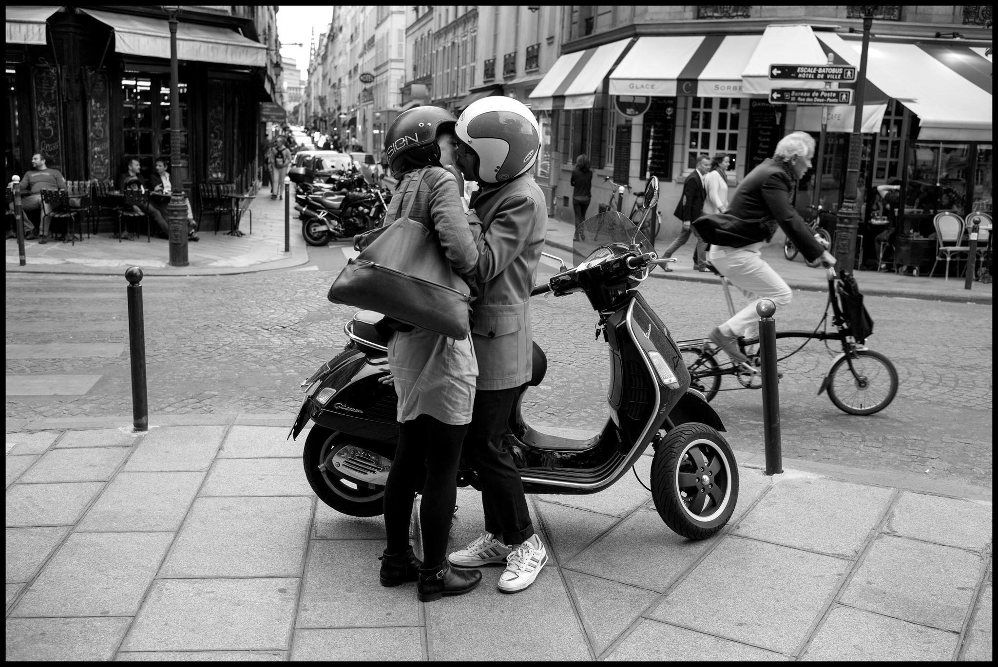 Crash helmet love, Paris. © Peter Turnley, May 29, 2015, Paris.