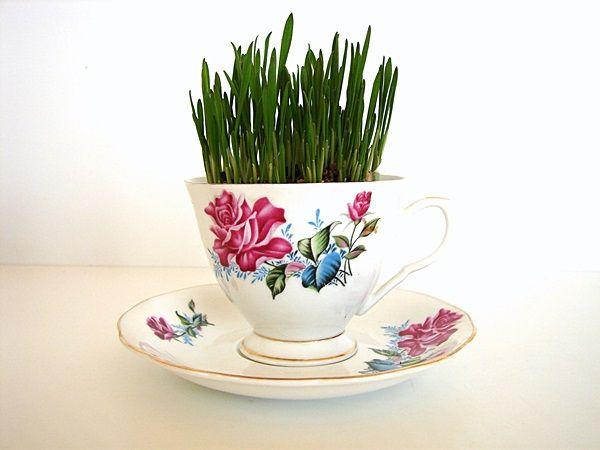 Two flower tea cups centro de mesa taza y flores 2