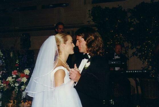 Joe lando and Kirsten barlow's first dance at there wedding