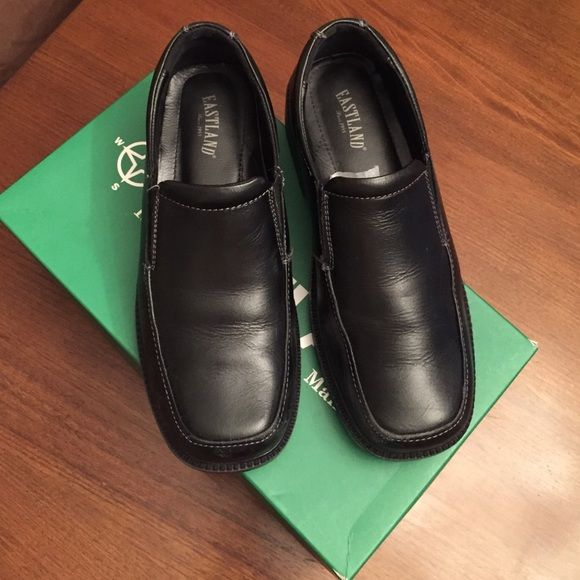 Boys shoes Black leather , very comfortable ! My son wore them just 2-3 times with dress pants . Can be worn with jeans and chinos! Shoes