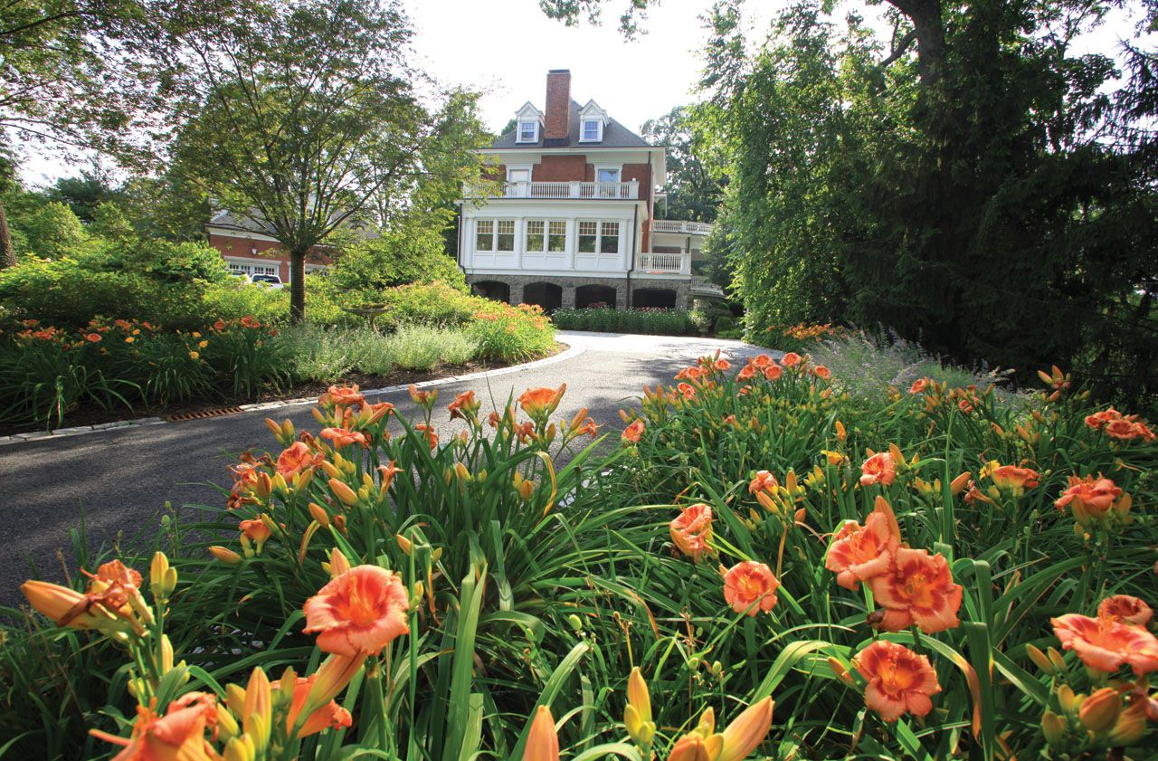 driveway garden entrance ideas | perennial gardens along ...