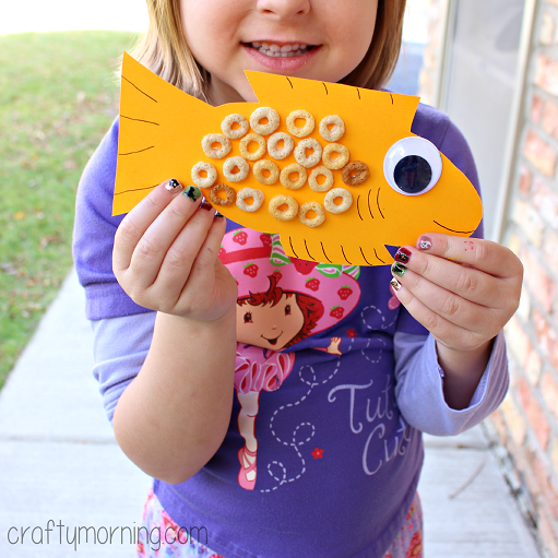 coin in fish mouth craft | Cheerios Fish Craft for Kids to