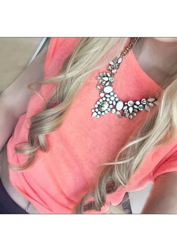 Snow White Statement Necklace #style #outfit #statmentnecklace - 24,90 € @happinessboutique.com