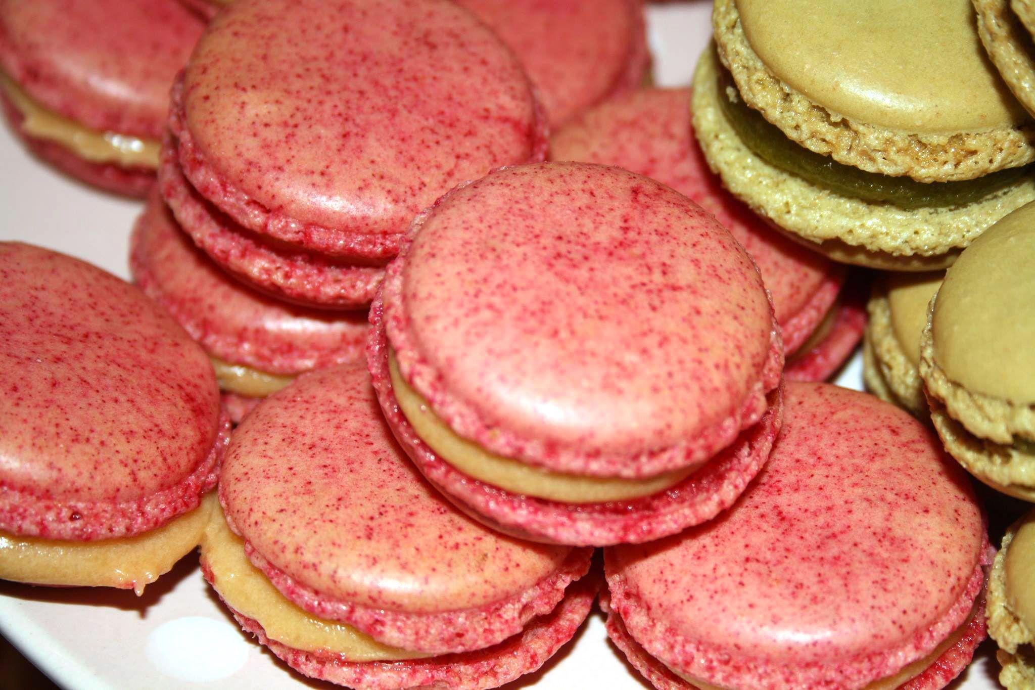 Aus der Rosa Küche stammen diese leckeren Macarons. Klasse!  Damit auch aus Eurer Küche solch verführerische Kreationen kommen, haben wir für Euch ein Macaron-Komplett-Set gepackt:  http://www.pati-versand.de/Zutaten/Set-Angebote/Macaron-Set::3658.html?utm_source=Facebook&utm_medium=Post&utm_campaign=FBMacarons
