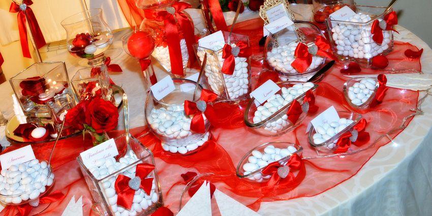 Il rosso è uno dei miei colori preferiti per un matrimonio! Per le spose che hanno deciso di coronare il loro sogno in questo periodo, è il colore perfetto! #confettata #redwedding #whitewedding #whiteweddingitaly