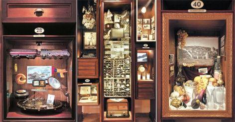 """Prêmio Nobel de Literatura em 2006, o romancista turco Orhan Pamuk cria instalação baseada em seu romance de 2008, """"O Museu da Inocência"""", em Istambul."""