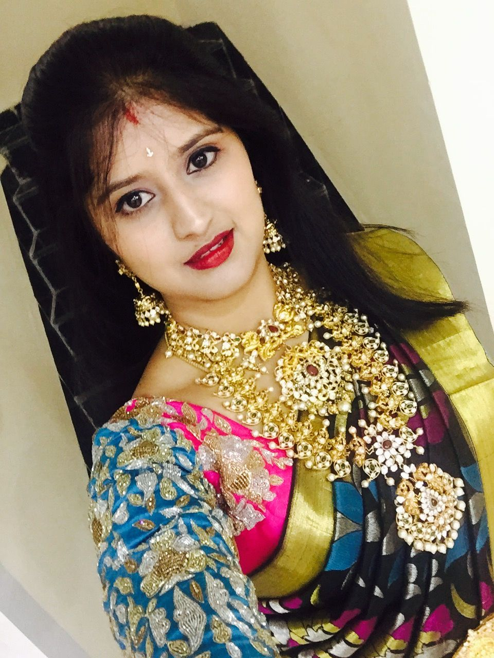 Saree jewellery images aish induri in heavy polki jewellery in black kanchipuram saree