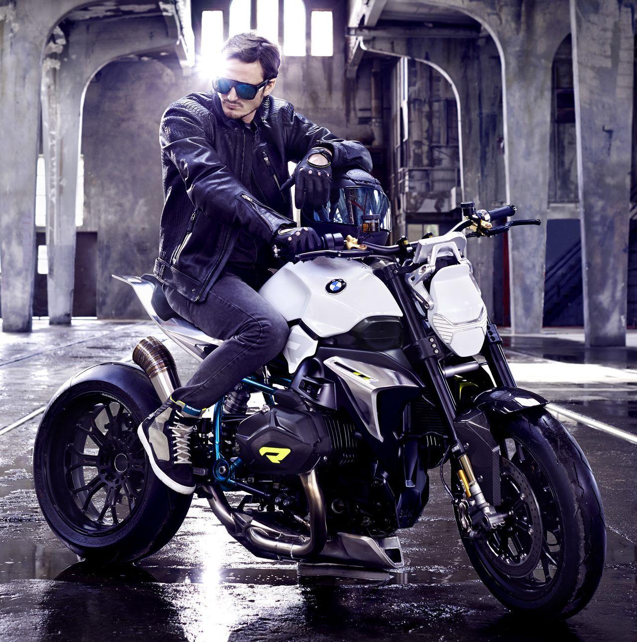 что фото на мотоцикле бмв в селе простого учителя его