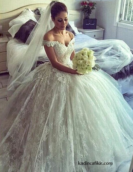 0cc42ab23062bb86a067ccbd81a03c36 - Vintage Wedding Gowns