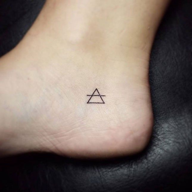 16 Tiny Foot Tattoos Youll Be Obsessing Over Via Brit Co