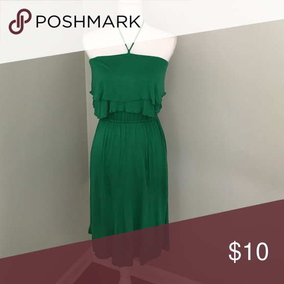Old Navy Sundress Beautiful emerald green color. Stretchy rayon. Super comfy! Minor pilling under the arms but otherwise great condition! Old Navy Dresses