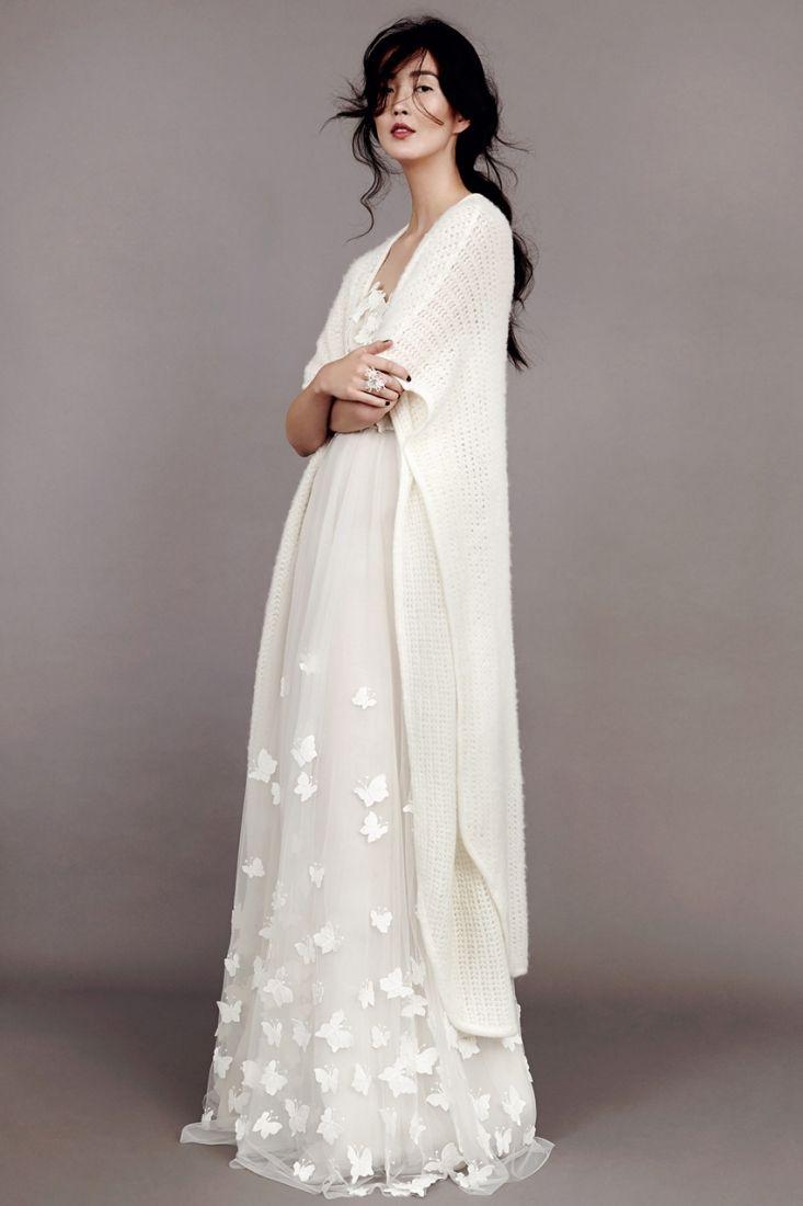 514dc6a9027 Gilet en maille et robe de mariée créateur mariage Berlin
