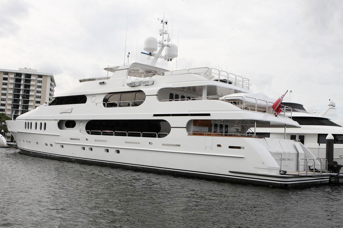 Tiger Woo - Tiger woods solitude yacht | Tiger Woods Yacht Privacy ...