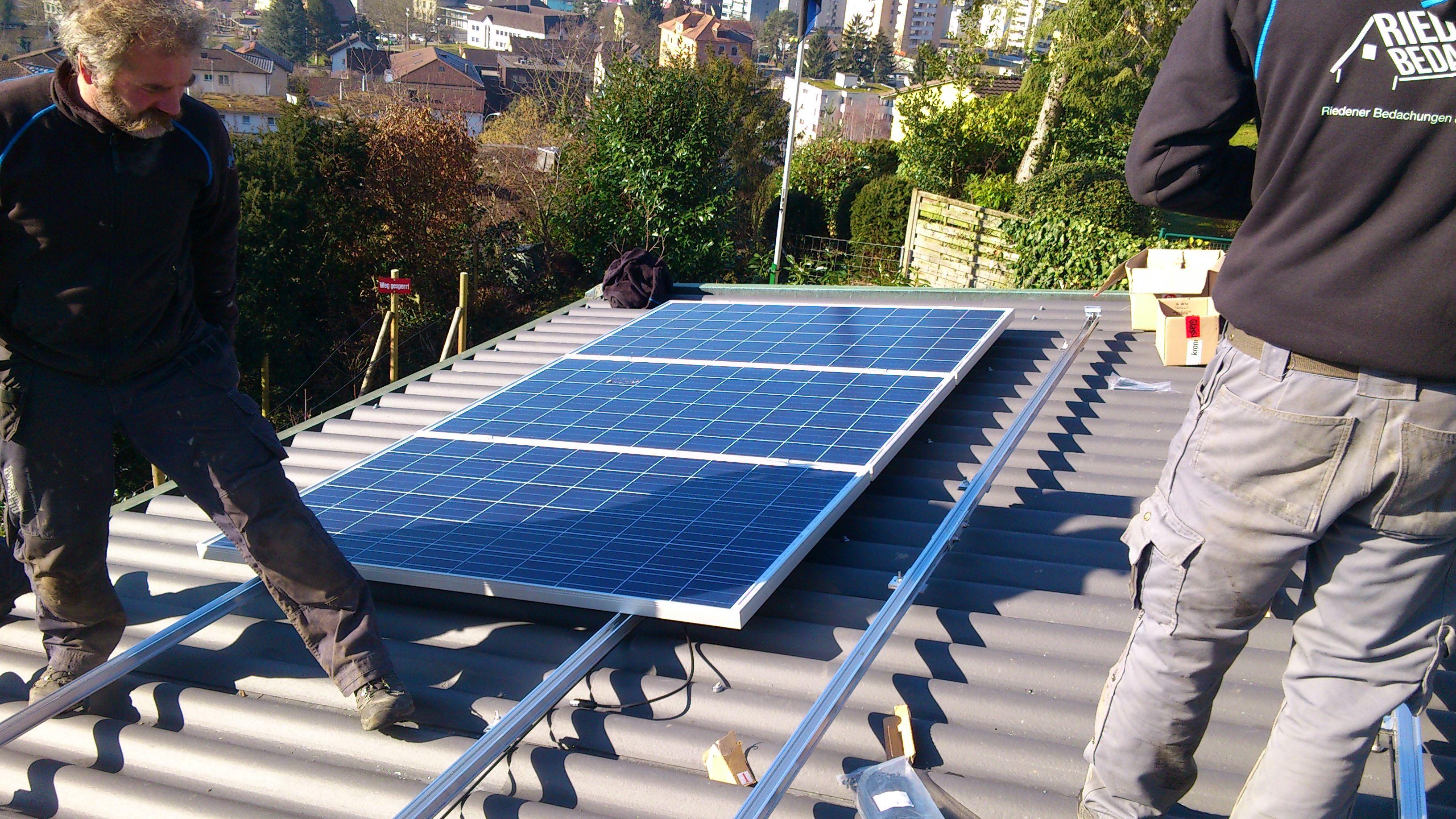 die ersten module sind immer die schwierigsten auch beim profi solaranlage selber bauen. Black Bedroom Furniture Sets. Home Design Ideas