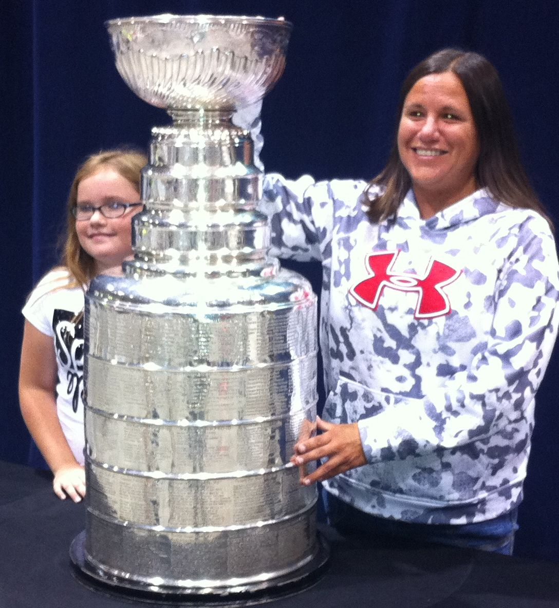 Hockey Fans Line Up For Look At Stanley Cup WWNY TV 7