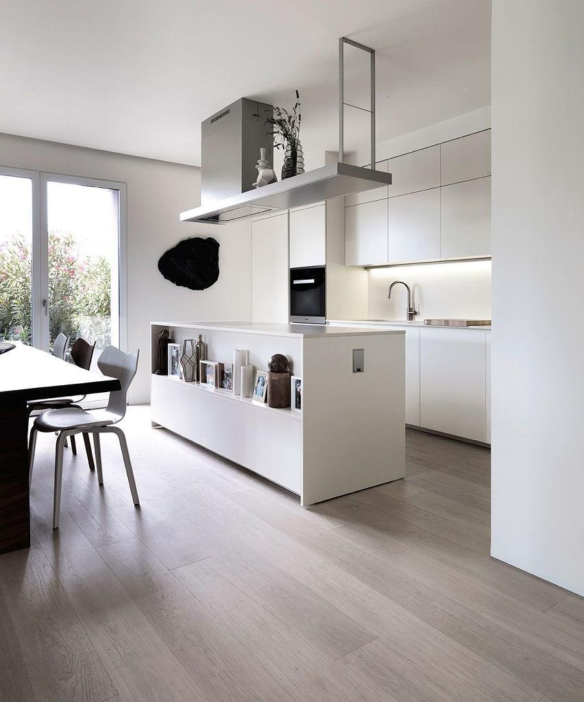 Wyspa Kuchenna W Otwartej Na Salon Kuchni Kitchen Design Modern Kitchen Kitchen Interior