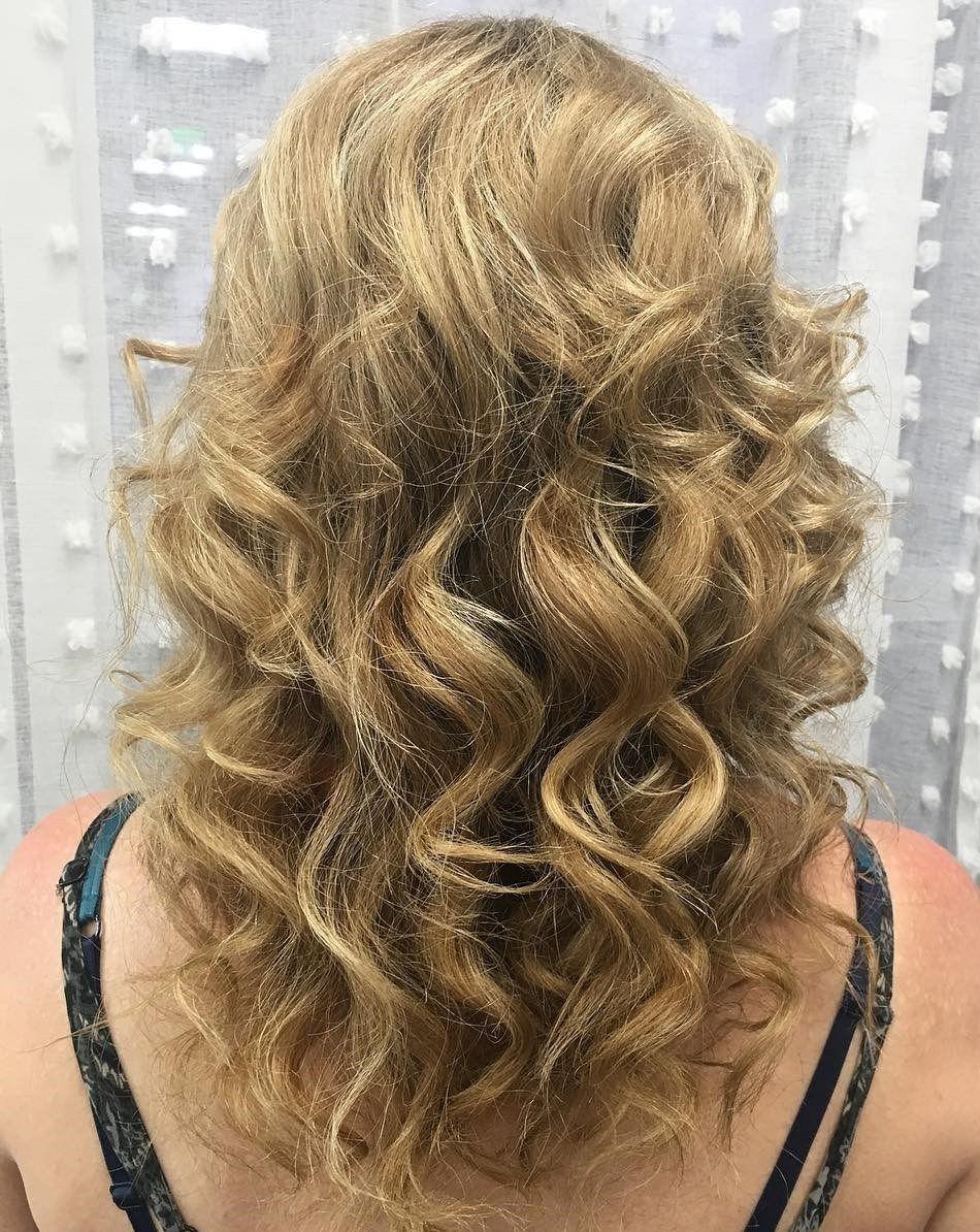 photo 10 Gorgeous Long Wavy Perm Hairstyles