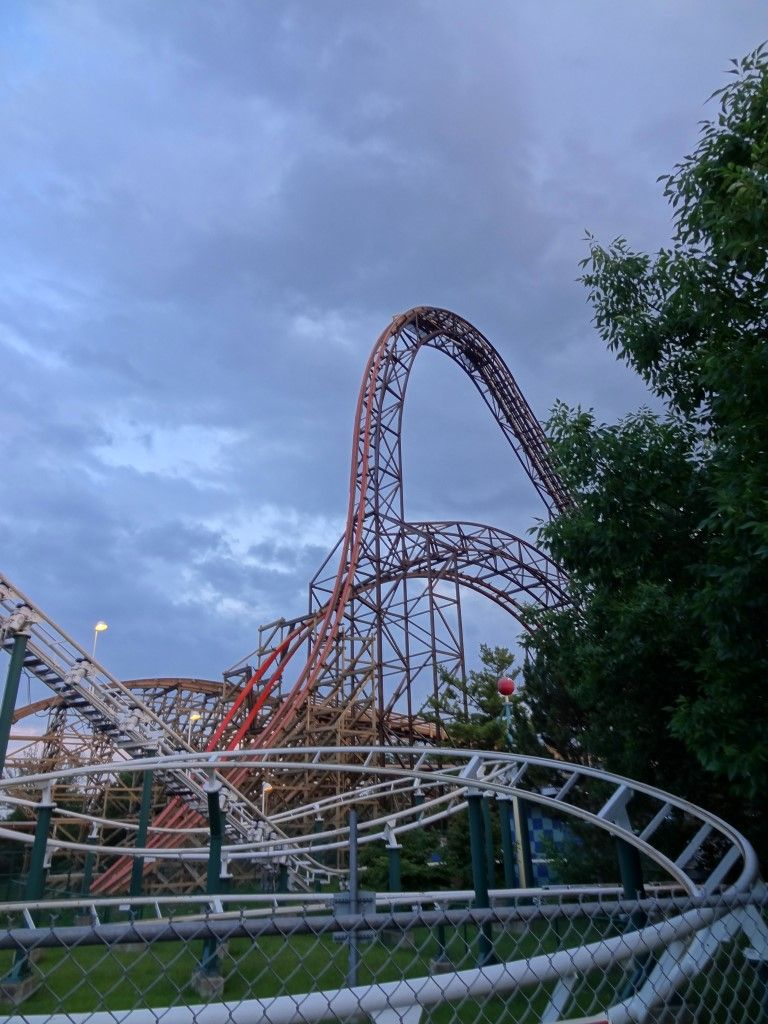 A Six Flags Great American Sunset Coaster101 In 2020 Great America Sunset Theme Park
