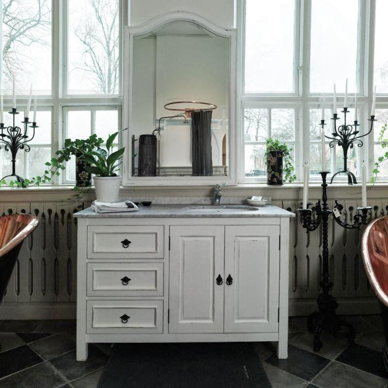 Ziemlich Bathroom Cabinets: Den Vita Drömgården: Badrumsmöbler För New England Hus