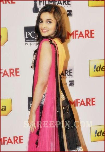 Alia Bhatt in manish malhotra lehenga at FilmFare awards ...