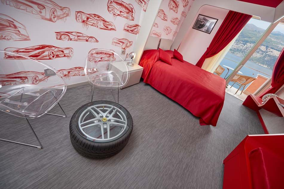 Superbe Décoration Créative Du0027une Chambre De Luxe Consacré Au Créateur Mythique De  La Ferrari