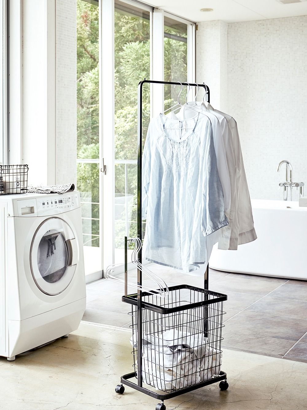 洗濯物を洗濯機から出しながらすぐに干せて効率的 ランドリー